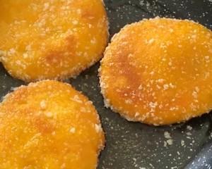 カリカリの甘い柔らかいもちもちのカボチャケーキは、いくつかの練習ステップ7を取ることができます