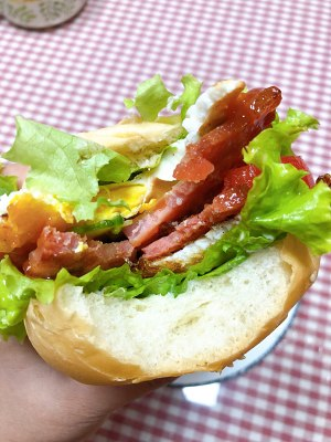 家族には日常生活の速い労働者が含まれています シンプルで簡単なハンバーガーファミリーの栄養14