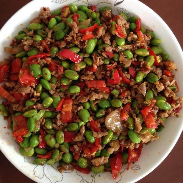 食事ひき肉の若い大豆の道を残して、おいしい作り方